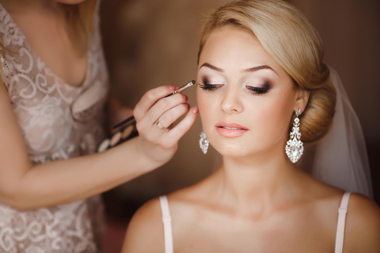 Как выбрать свадебного визажиста макияж